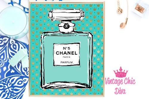 Audrey Chanel No 5 Crown Teal Background-