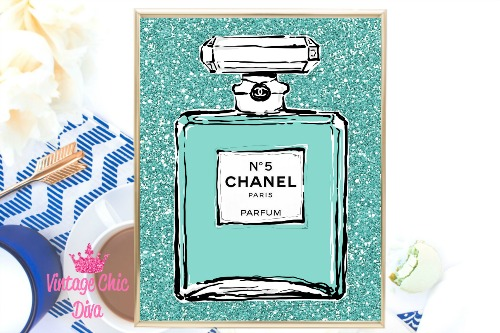 Audrey Chanel No 5 Teal Glitter Background-